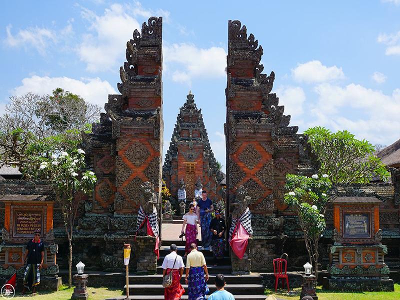 Batuan-Temple-Bali-Tour-Service