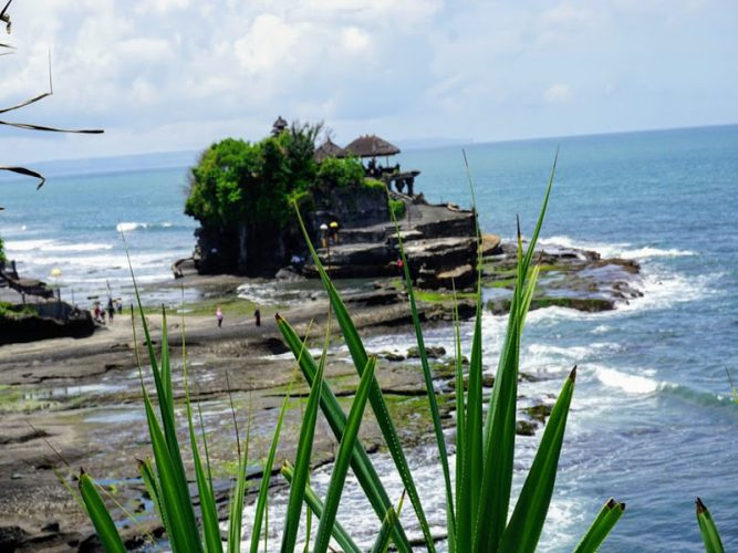 Tanah-Lot-Temple-Bali-Tour-Service
