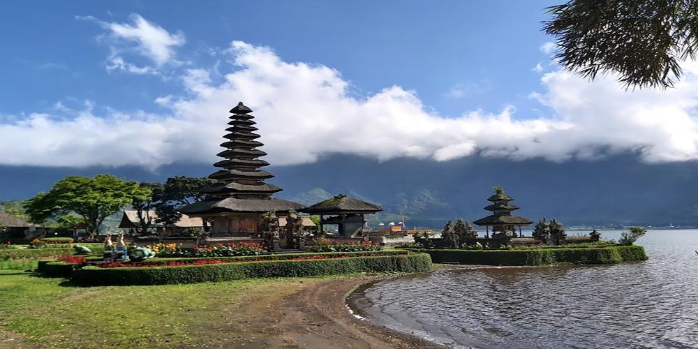 Ulundanu Beratan Temple - Bali Tour Package