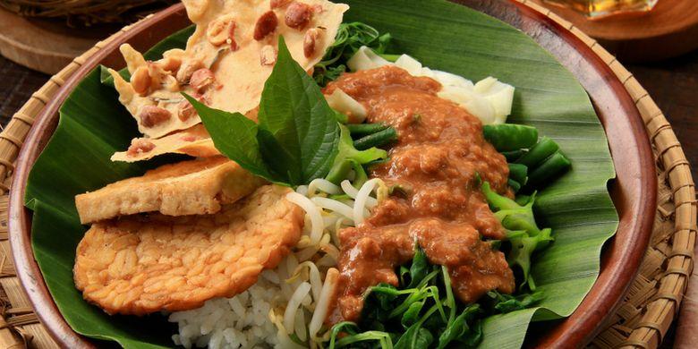 Nasi Pecel Bu Tinuk - Bali Tour Package